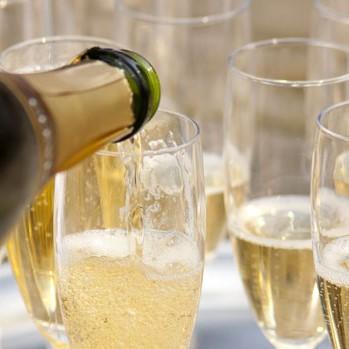 Champagne & Pétillants - Pour le simple plaisir des bulles ou pour illuminer vos tables de fêtes.Découvrir la sélection >
