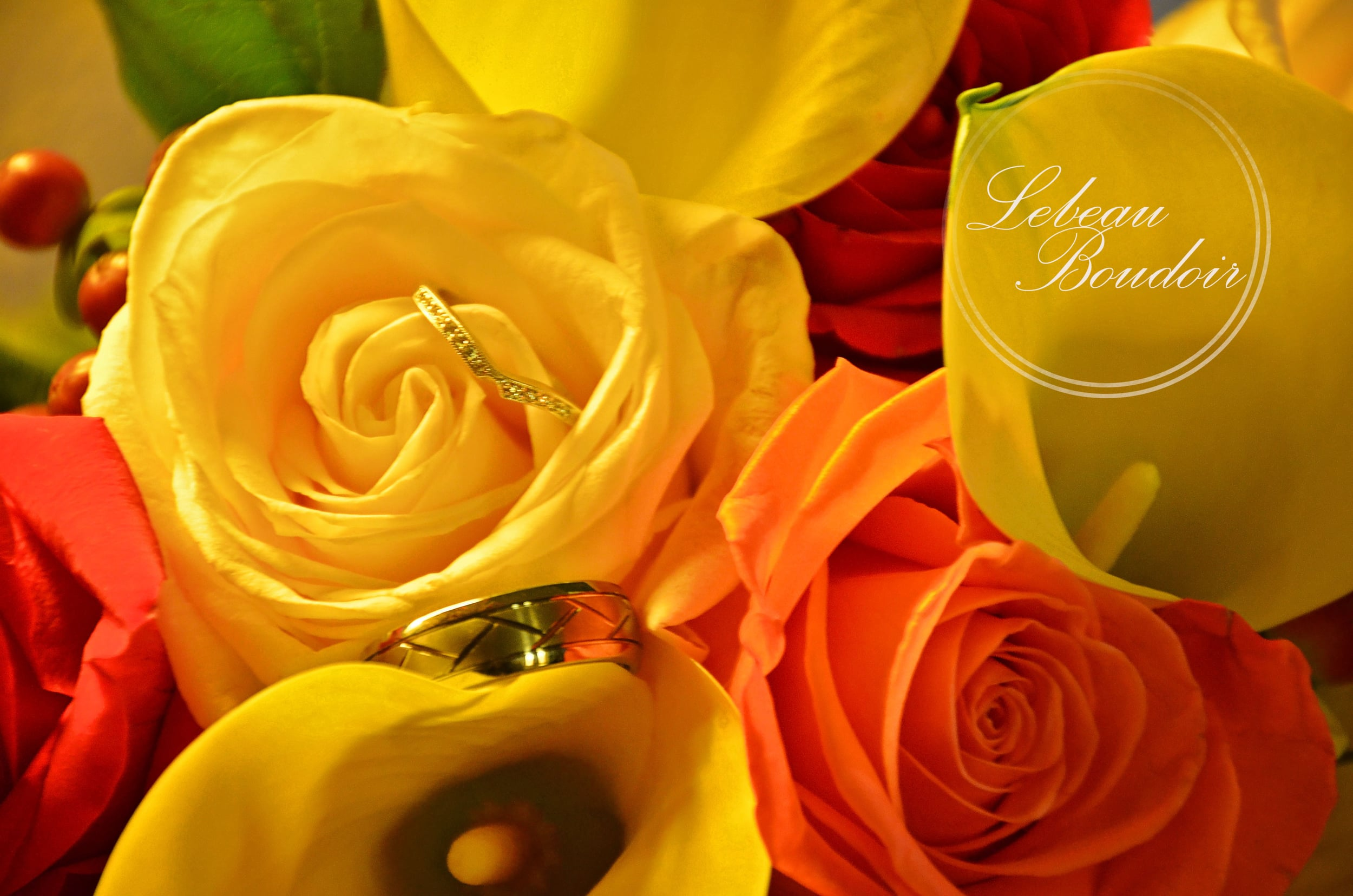 fall colors bouquet and wedding rings
