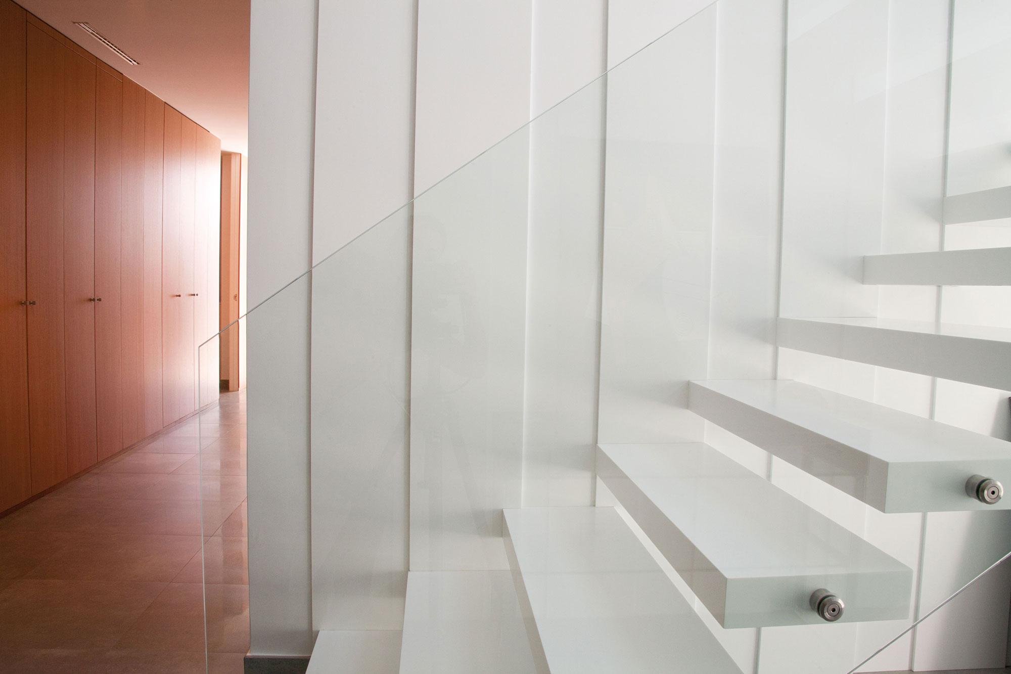 Paneles de revestimiento para la pared y para crear las escaleras.