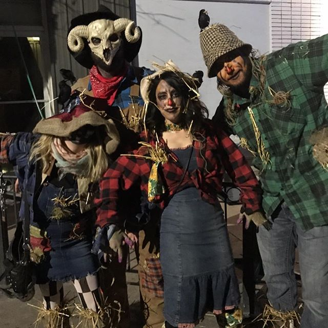 It's that time of year again!! #scarecrows #Ilovehalloween