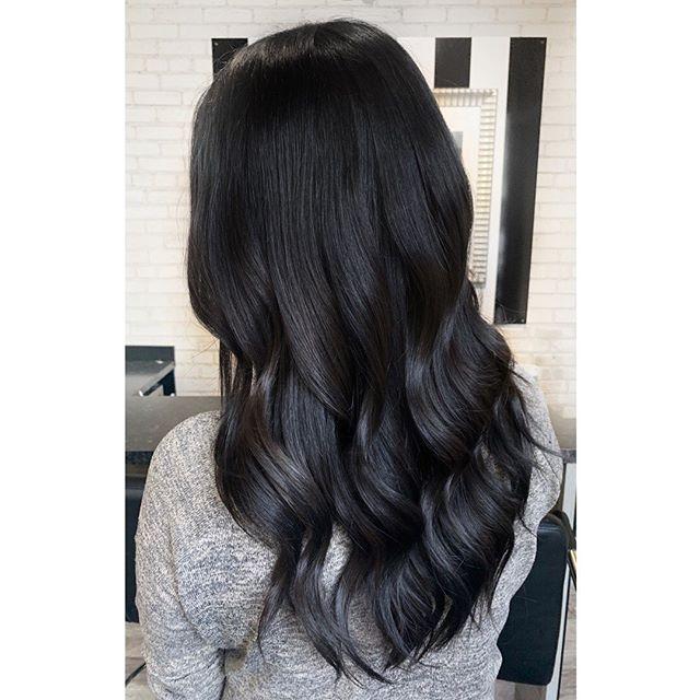 Before And After On This Dark Hair Beauty ✨  #darkhair #shinyhair #kerastase #kerastasefusiodose #redkenshadeseq #redken #livingproof #behindthechair #winnipegstylist #theloftwinnipeg #waveyhair #freshhair #modernhair #modernsalon