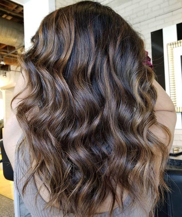 Thick hair don't care.😜 • • • #hotd #hairpainters #balayage #caramelbalayage #thickhair #healthyhair #yourbesthair #redkenready #winnipeghair #winnipegstylist #winnipegsalon #redkencanada #redkensalon #theloftwinnipeg