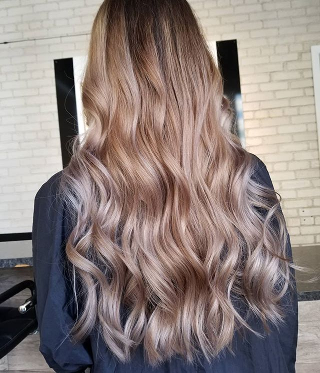 Heat waves ☀️ • • • #hotd #hairinspo #hairtrends #hairpainters #balayageinspo #longhairgoals #loveyourhair #yourbesthair #redkenobsessed #redkencanada #winnipeghair #winnipegstylist #winnipeghairsalon #winnipeghairstylist