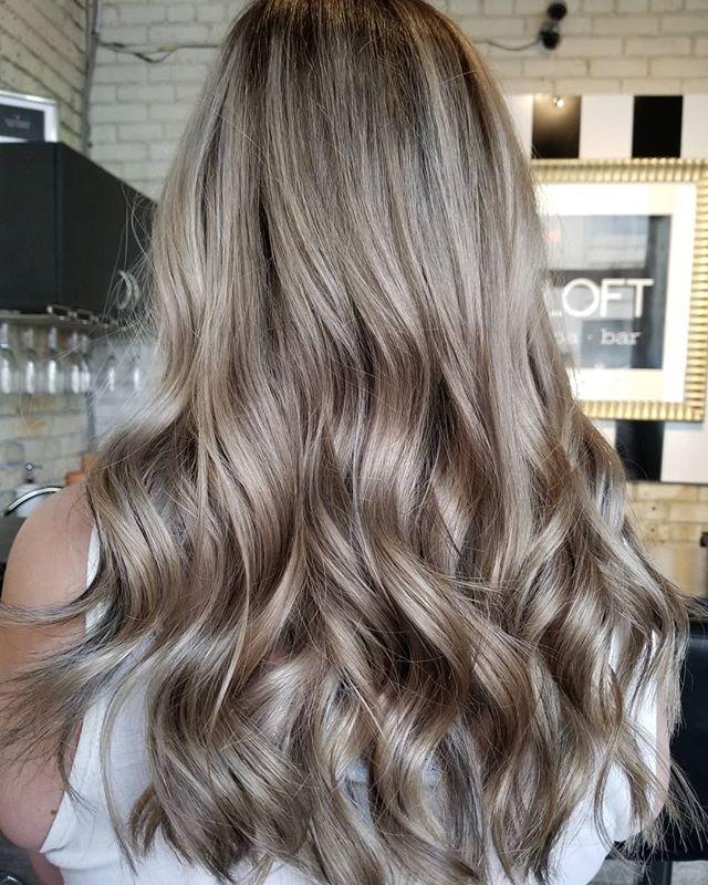 Added some dimension to this full blonde ✅😍 • • • #hotd #hairgoals #hairinspo #hairtransformation #hairtrends #beachwaveshair #hairpainters #yourbesthair #redkenshadeseq #redkenready #winnipeghairsalon #winnipeg #winnipeglocal #winnipeghairstylist #theloftwinnipeg