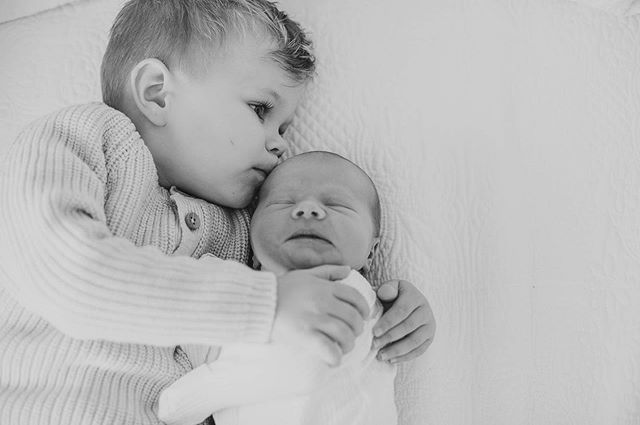 Brotherly love. #leahhoskinphotography #love #family #newborn #newbornsession #newbornphotography #babybrother #bigbrother