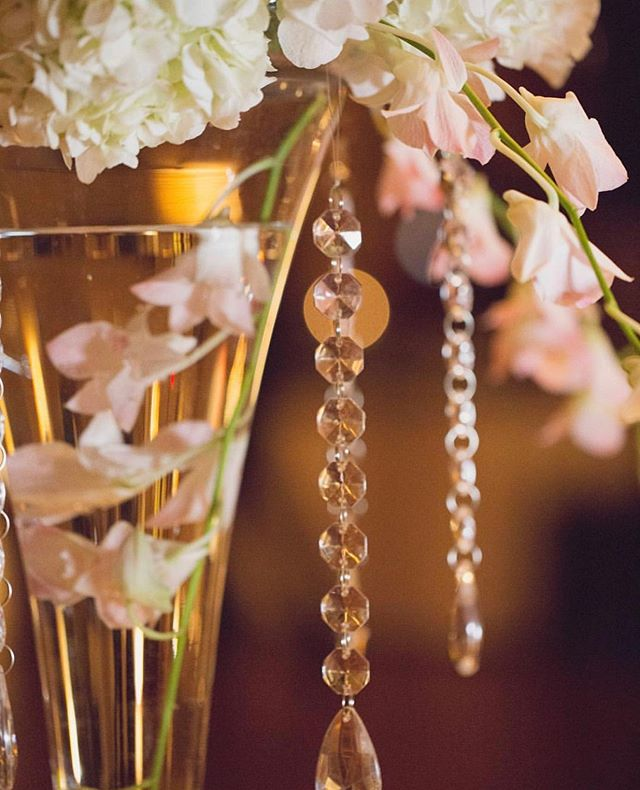 Because a little bling never hurt anyone 💫💎#centerpieces #bling #decor #inspiration #florals | photo• @natalielanephoto | planning• @completelyyours