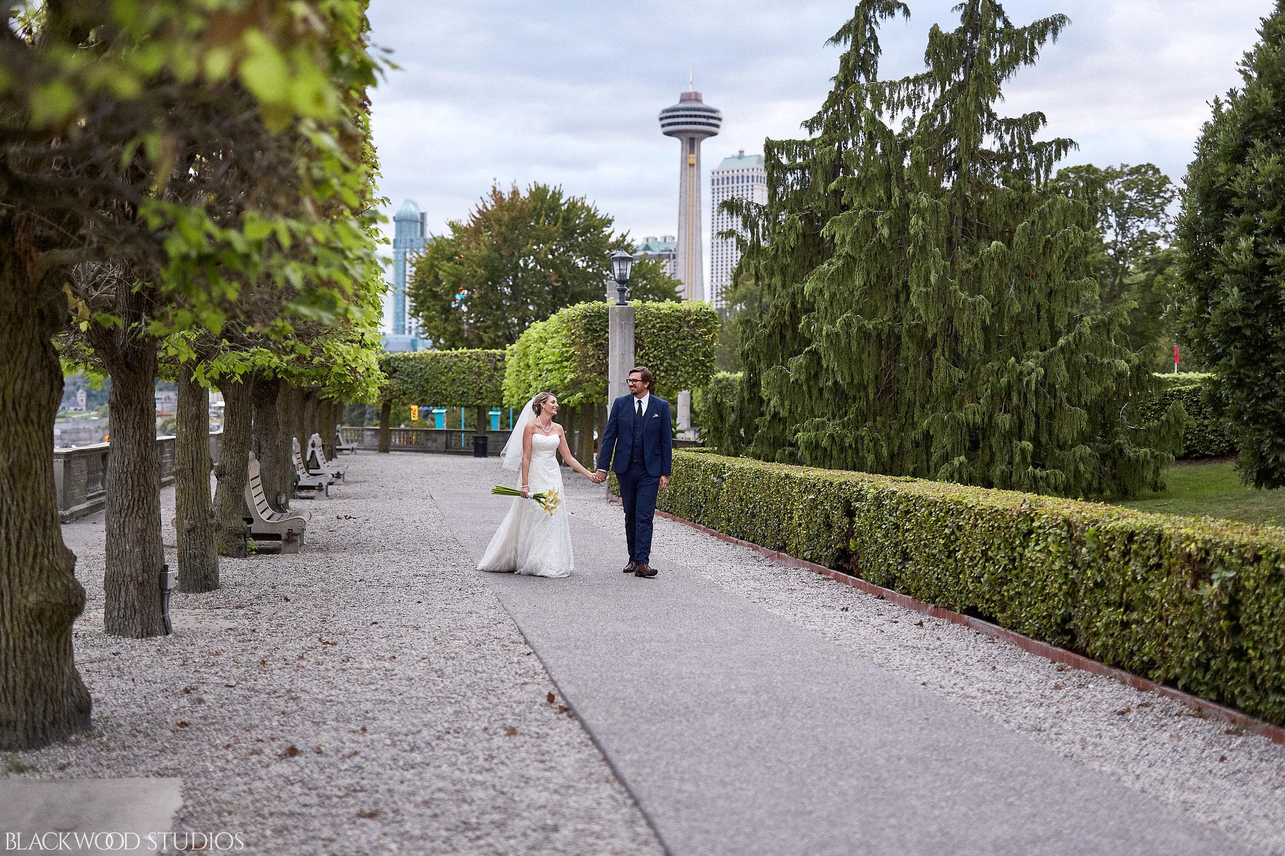Blackwood-Studios-Wedding-Photography-20170928-183218-Marek-Katie-Michalek-Oakes-Garden-Theatre-Niagara-Falls-Ontario-Canada.jpg