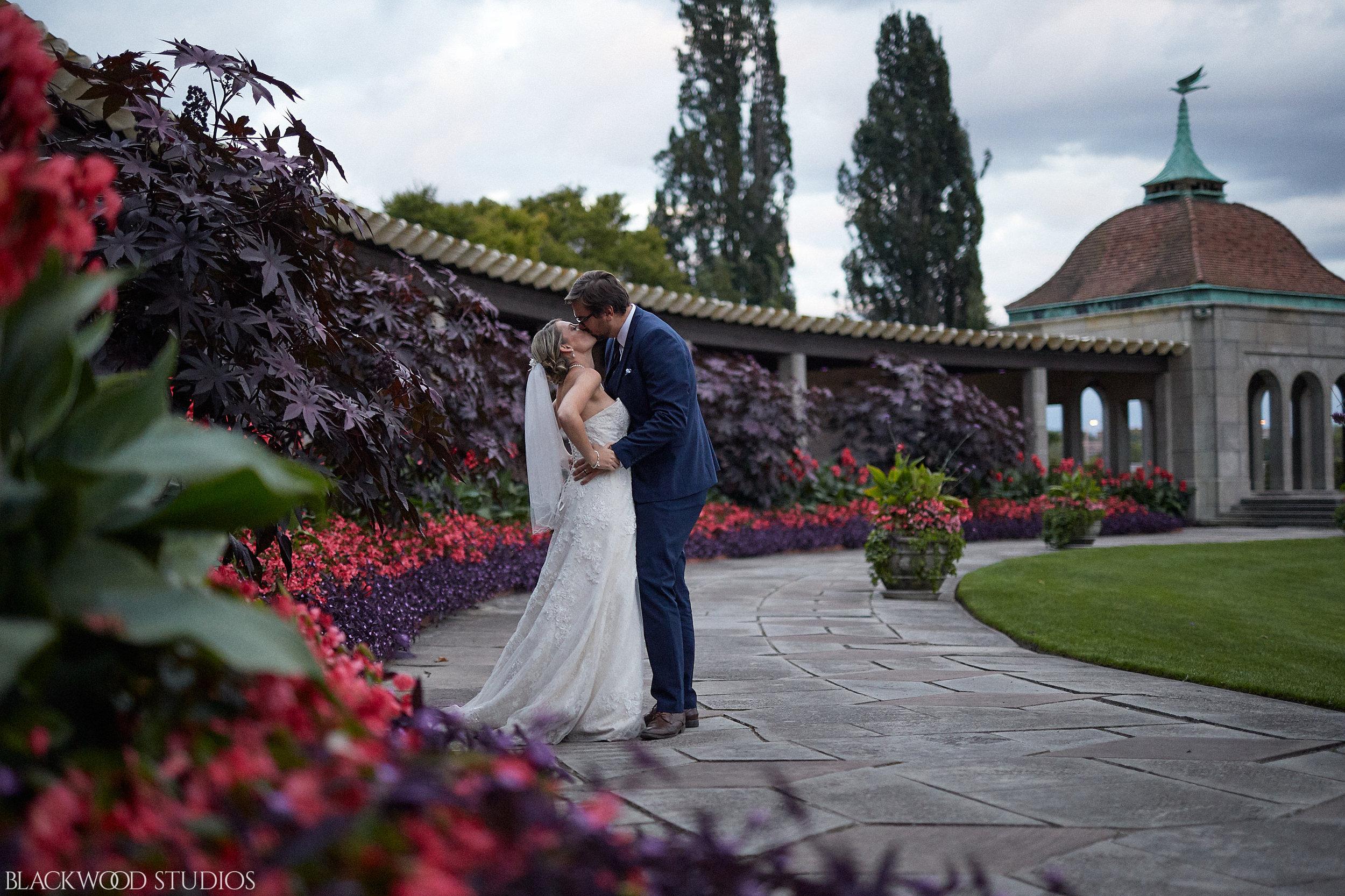 Blackwood-Studios-Wedding-Photography-20170928-185234-Marek-Katie-Michalek-Oakes-Garden-Theatre-Niagara-Falls-Ontario-Canada.jpg