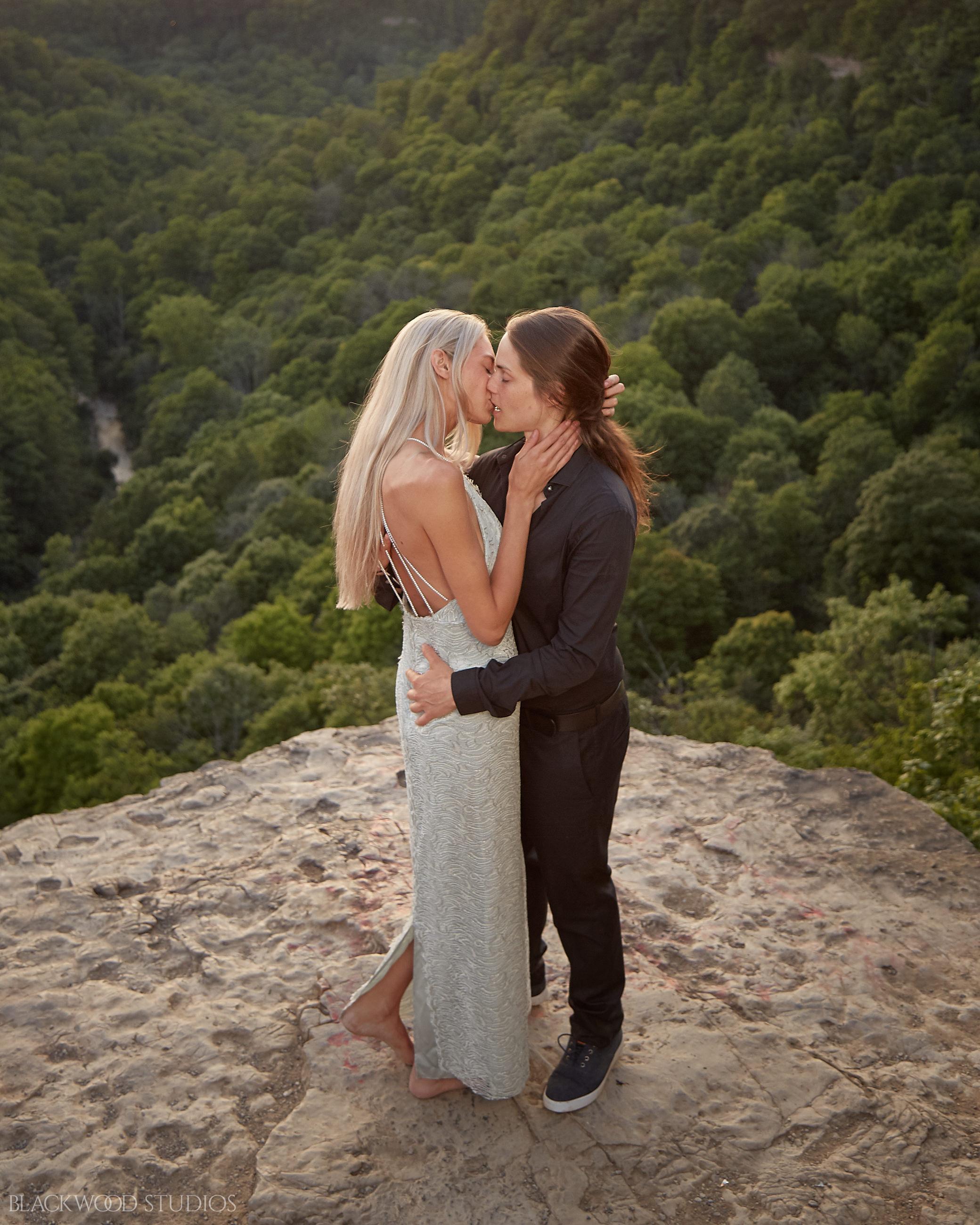 Maggie and Britt couple's session at Dundas Peak. Photo by Blackwood Studios (blackwoodstudios.co)