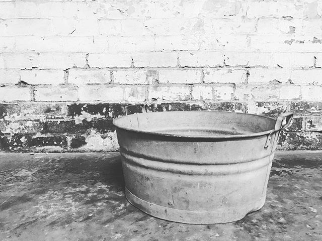I have quite a large collection of props that my clients can choose from for their child's photo shoot. This is an old large metal wash basin that I love ❤️ . #angielouphotography #childrensphotography #newbornphotography #kidsphotography #babyphotography #childrensphotographer #newbornphotographer #kidsphotographer #babyphotographer #portraitphotography #lifestylephotography #photographyprops #props #ideas #vintage #unique #inspiration  #monochrome #northernbeachesmumsandbubs #sydneynorthernbeachesphotographer #northernbeachesmums #northernbeacheslocal #northernbeacheslocalbusiness