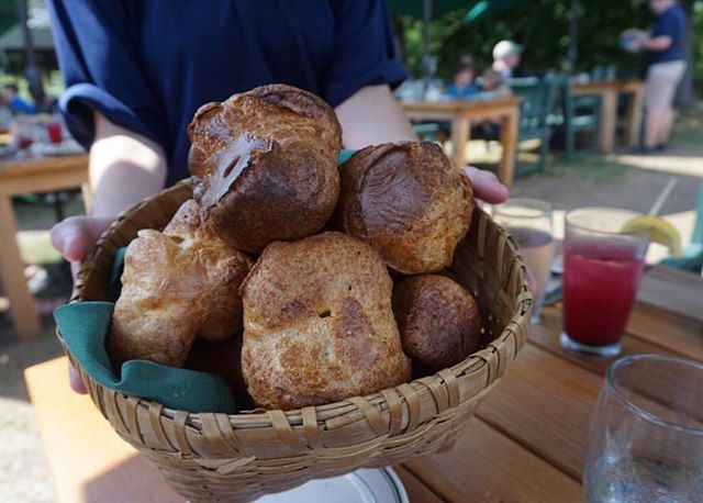 Are you familiar with popovers? I'm not sure what it is about them, but these airy, flaky, eggy, buttery pastries are DIVINE. 😇 Any time we're in Maine, we stop by the Jordan Pond House for some popovers paired with a blueberry tea, lemonade, soda or sangria (aka any blueberry concoction your heart desires!) Pro tip: skip the lunch hour and go for afternoon tea. You'll still want to make a reservation, but you'll skip the lunch prices and the mediocre food. The POPOVERS are what you go to the Jordan Pond House for! 🤤 And afterward, enjoy the scenic 4 mile hike around Jordan Pond. Have you ever had / would you like to try popovers?