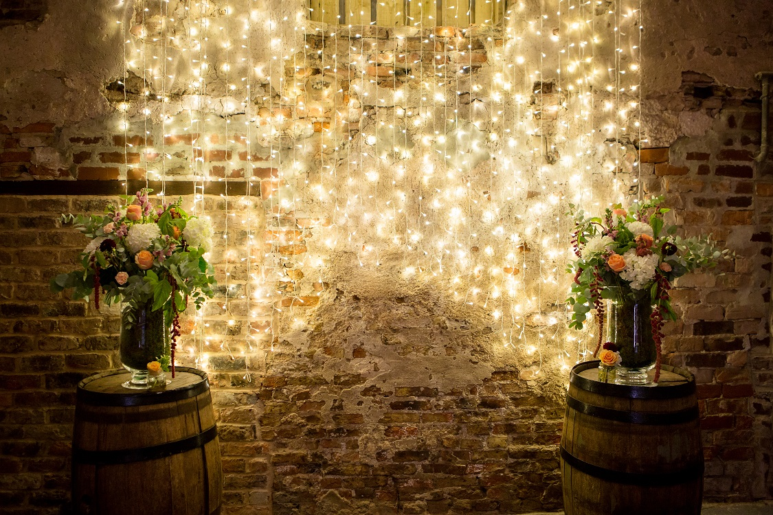Ceremony Barn displays at The Normans Photo by www.oliviabrabbs.co.uk