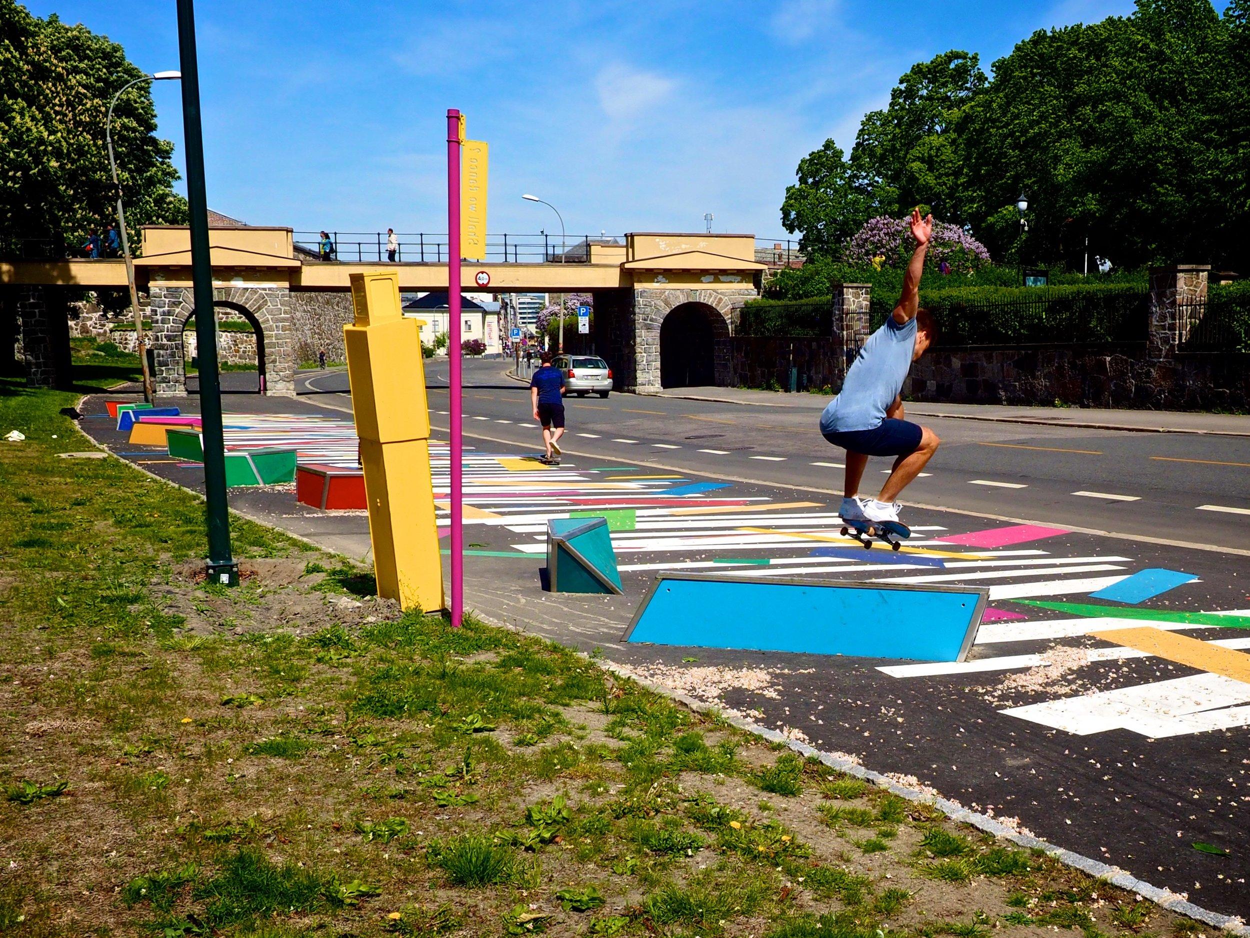 Ap-byrådet har tidligere kjøpt denne gatekunsten til 100.000 kroner. Den skal fjernes til våren.