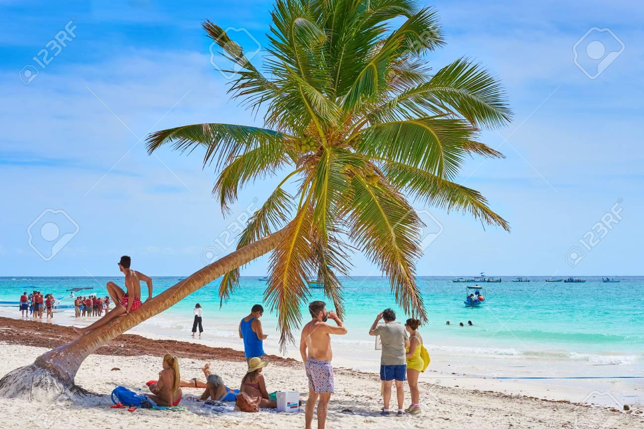79150252-les-touristes-à-soi-disant-quot-paradise-beach-quot-à-côté-de-tulum-et-playa-del-carmen-au-mexique-tropical.jpg