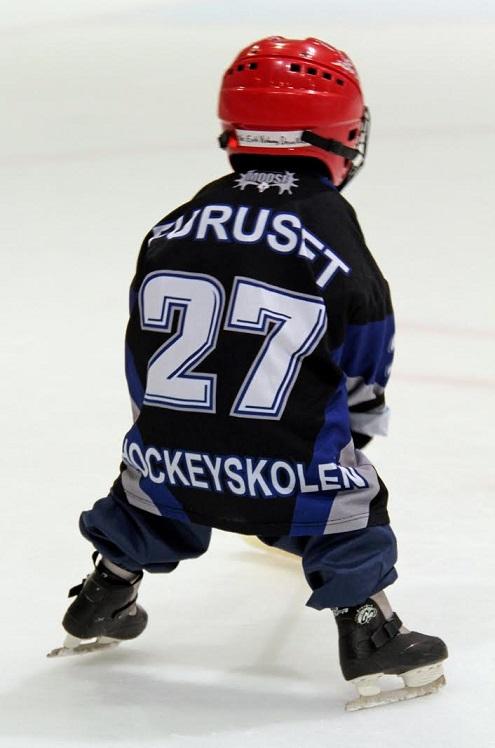 Hockeyskolen_liten gutt_495x748.jpg
