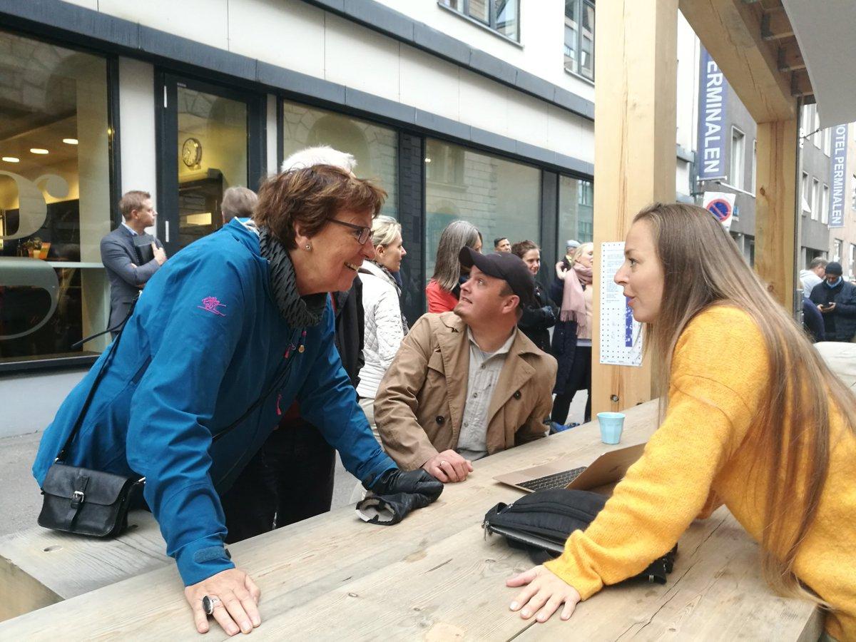 Ordfører Marianne Borgen var med på PR-stuntet da byrådet lanserte utekontorene. Det ble med et PR-stunt. Nyhetsavisen Ja til bilen i Oslo testet utekontorer tidligere i år.