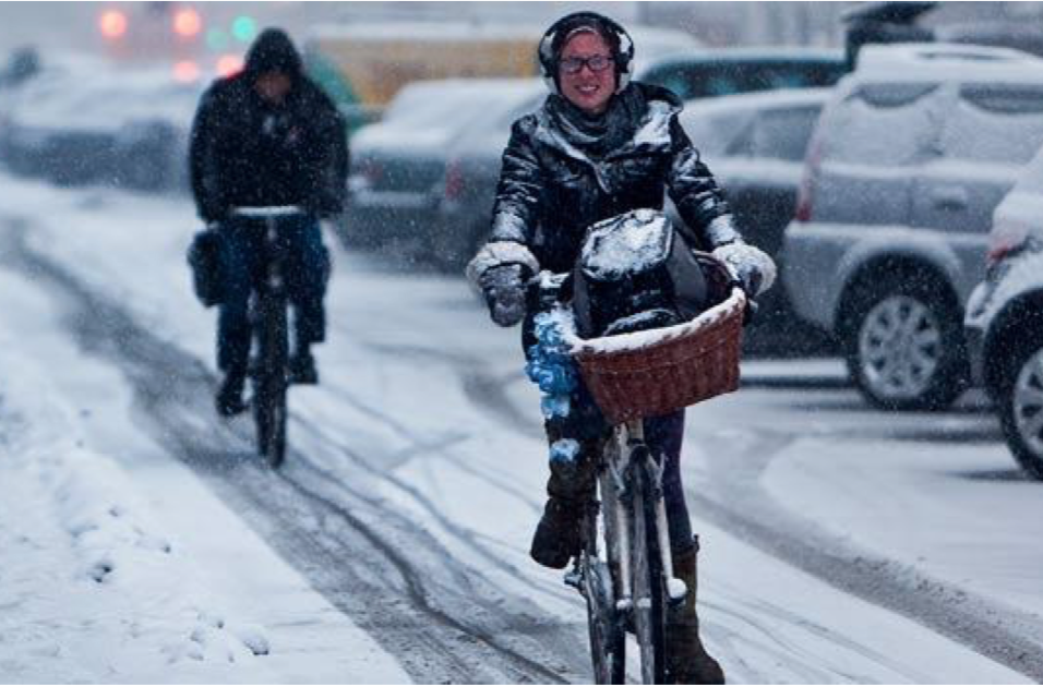 Ap-byrådet satser spesielt tungt på noen tusen vintersyklister med et måkeprogram verden ikke har sett før. Les mer her  http://jatilbilenioslo.no/nyheter/sykkelfelt-skal-brstes-ved-3-cm-sn-og-hver-4-time