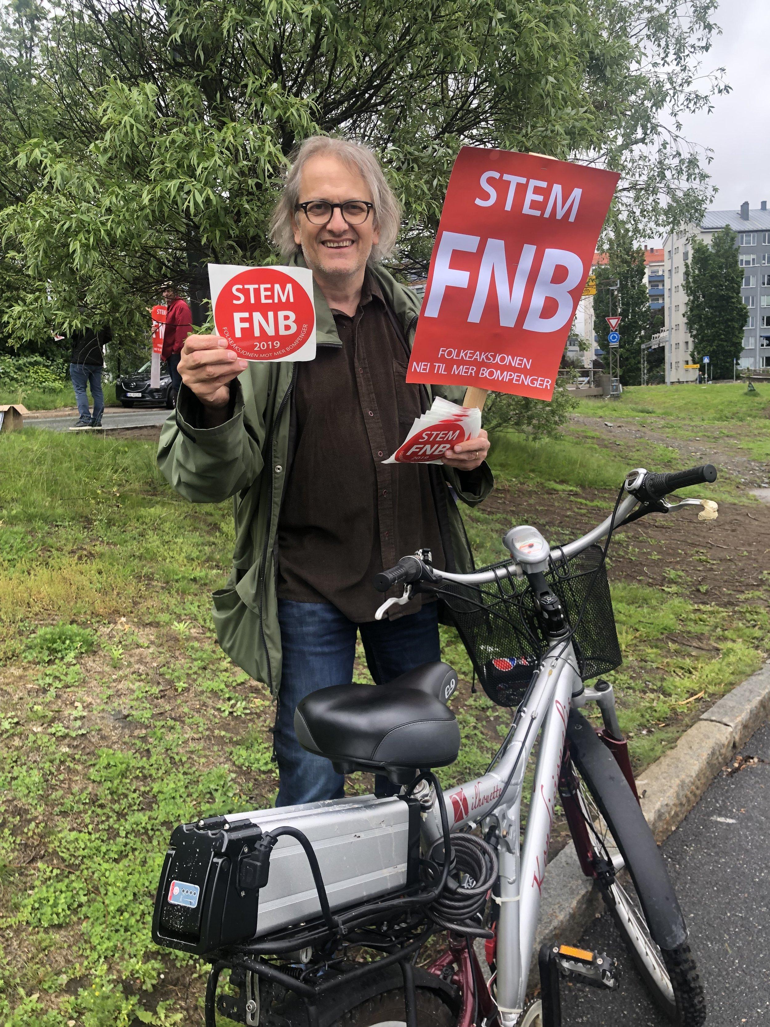 - Syklistaksjon 2019 støtter alle som vil hugge bomgalgene ned. Derfor demonstrerer vi i dag, sier Pål H. Christiansen.