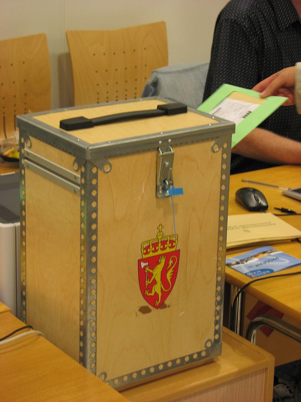 1200px-Norsk_stemmeurne.jpg