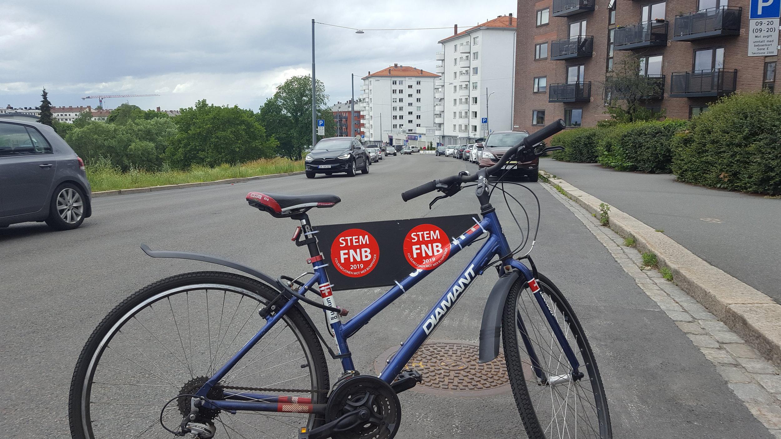 Foto 1 oversikt med sykkel nedover.jpg
