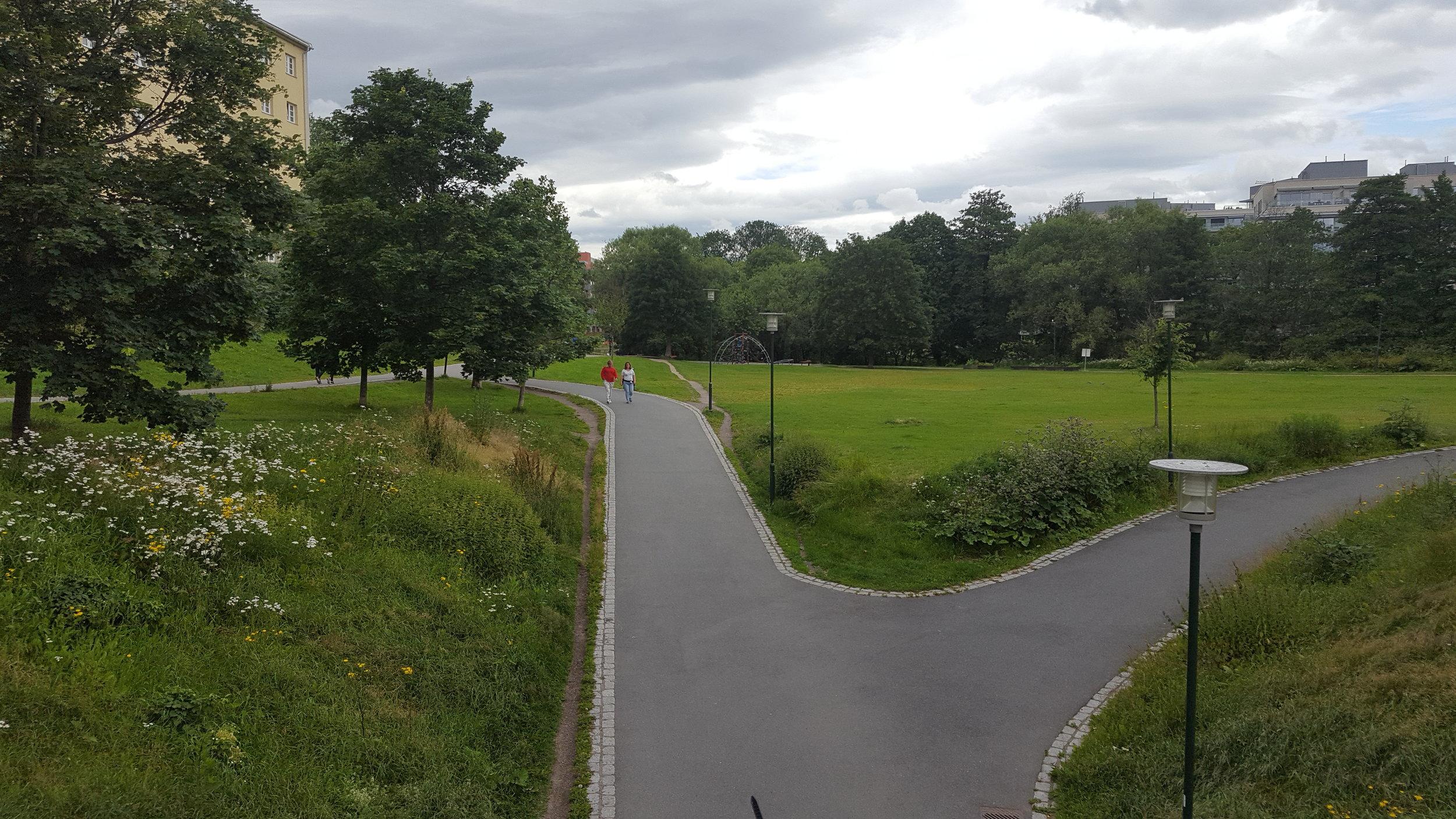 Foto 2 Oversiden av Treschowsgate.jpg