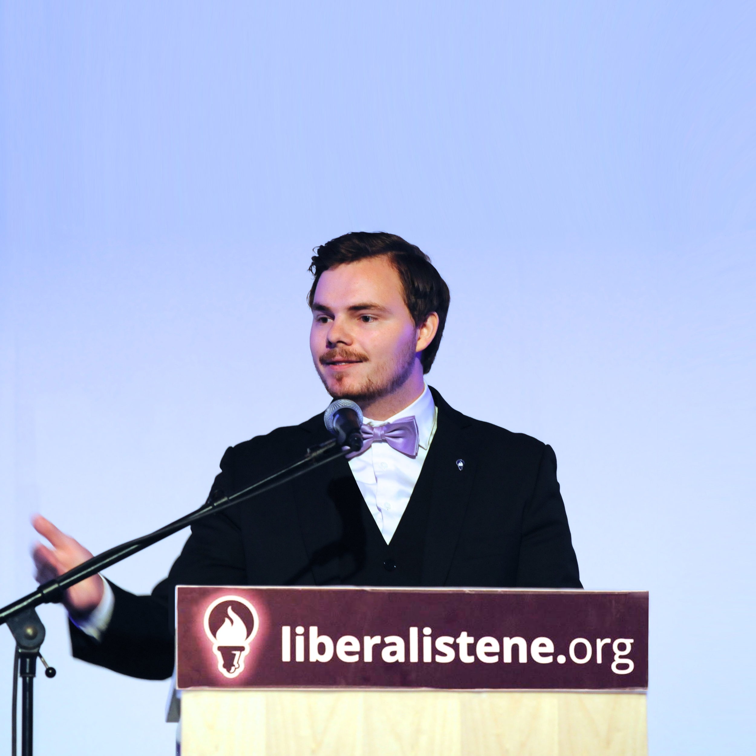 Benjamin talerstol LM politikerbruker.png