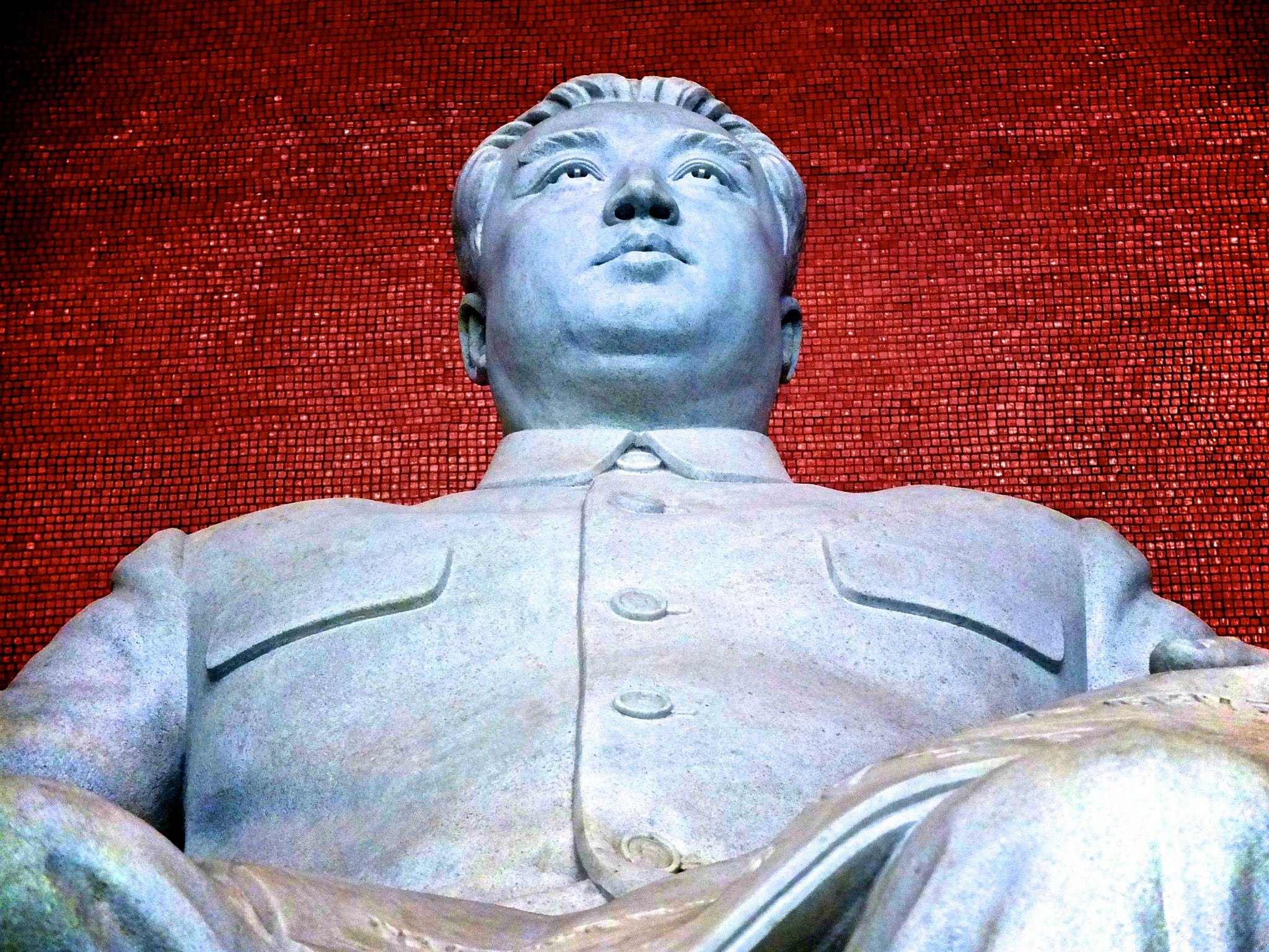 "En ""liten"" statue i Nord-Korea."
