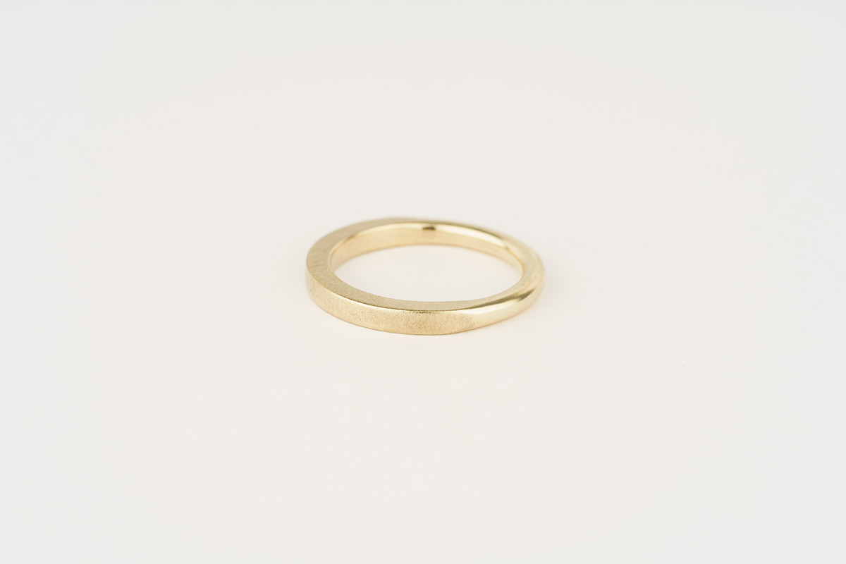 9ct yellow gold wedding band | half round / half square with contrasting finish