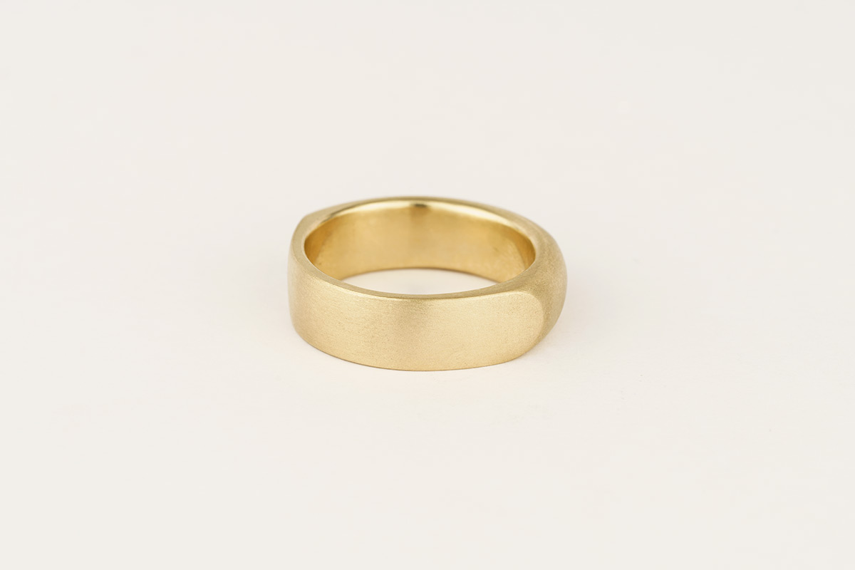 9ct yellow gold chunky wedding band | half rounded / half flat with distinct facet edges
