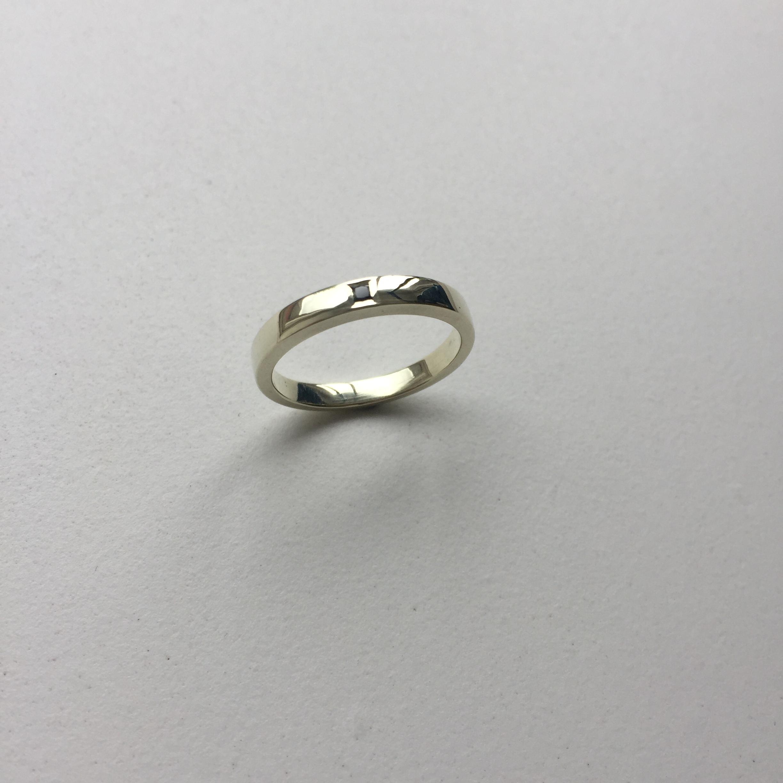 9ct white gold ring | flush set with a black princess-cut diamond