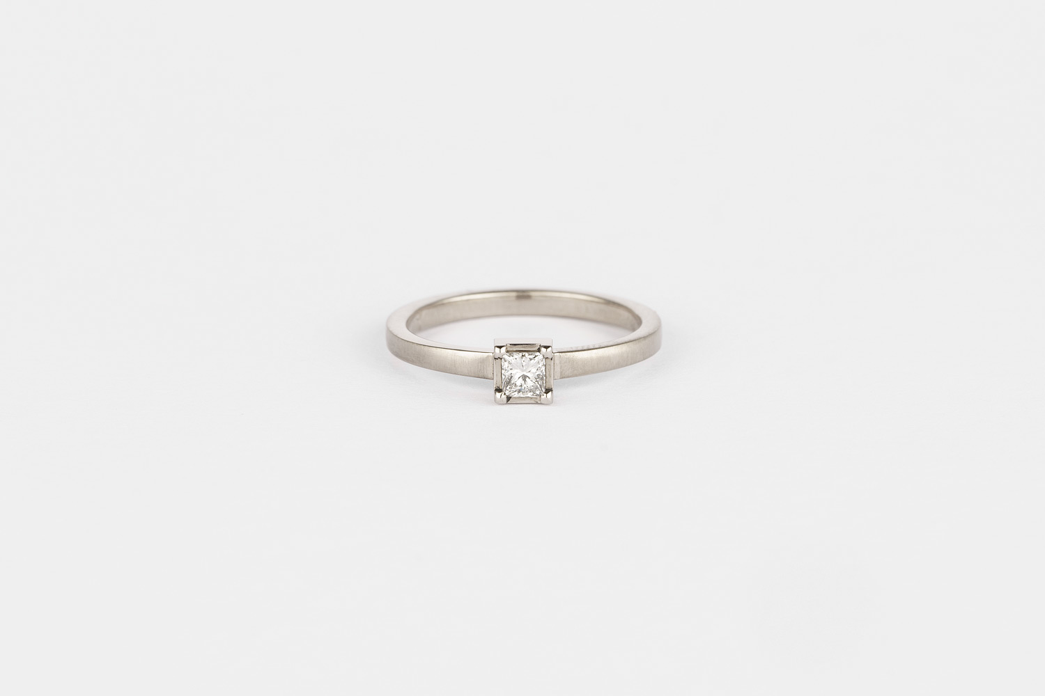 Fairtrade 18ct white gold set with a conflict-free princess-cut diamond