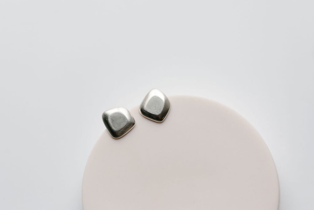 Gomme Studs in Silver
