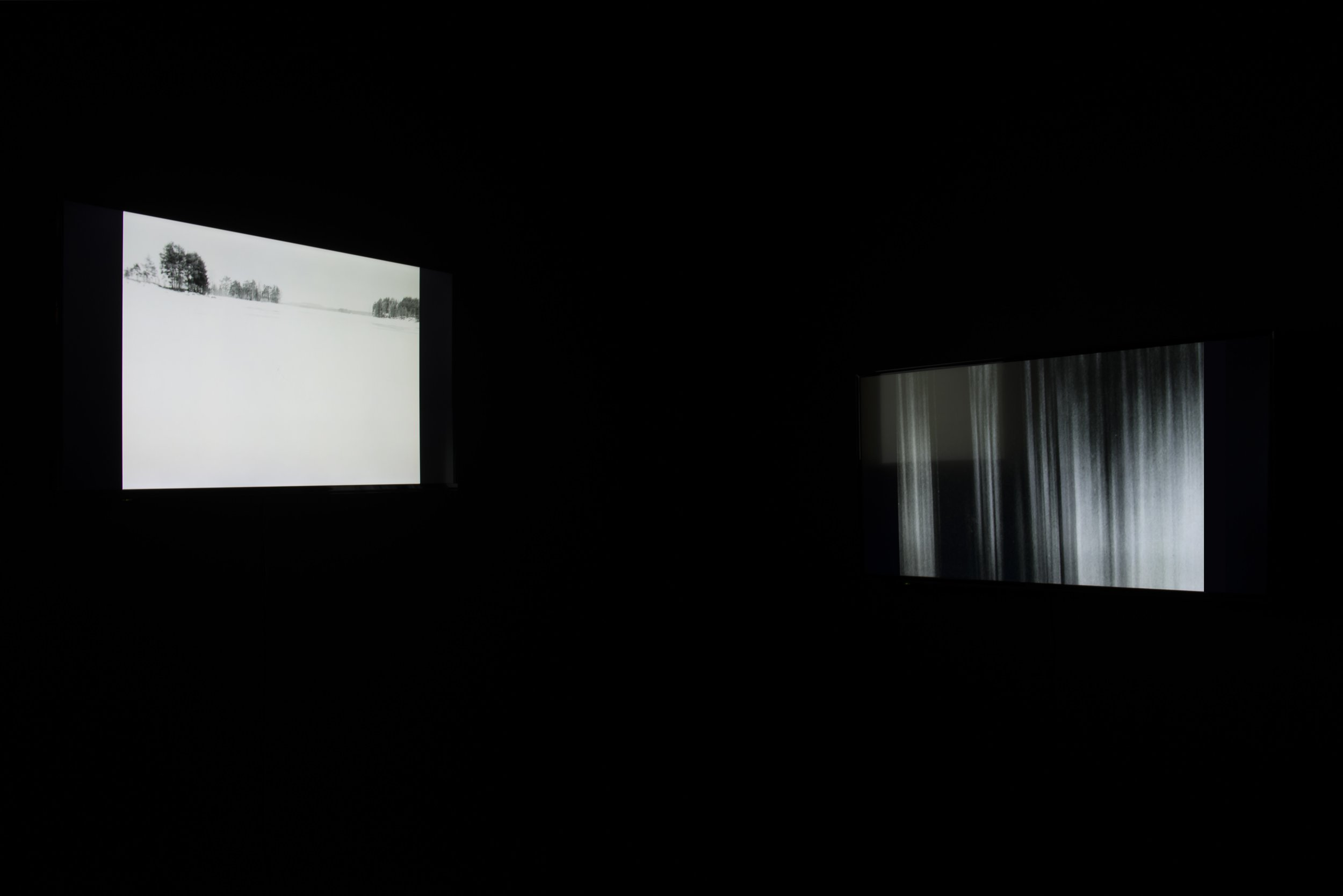 Videoinstallation   2017, 06'47'' black&white, 2 screens,16mm transfered,loop