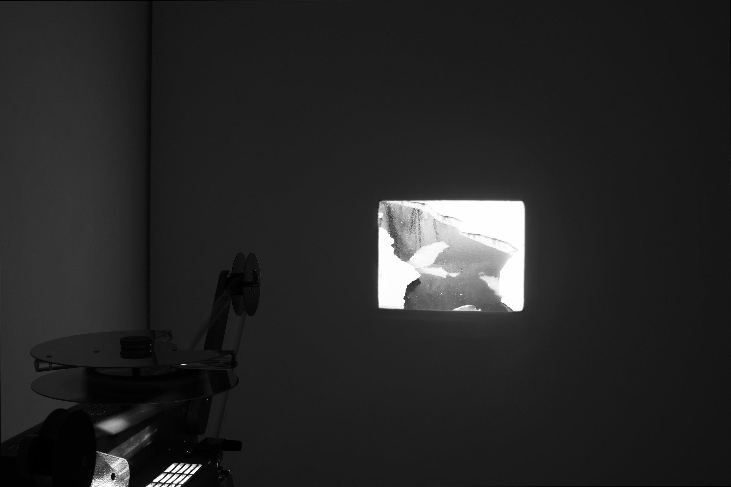 Wasserflut   2018, 1'30'', 16mm, projection, loop