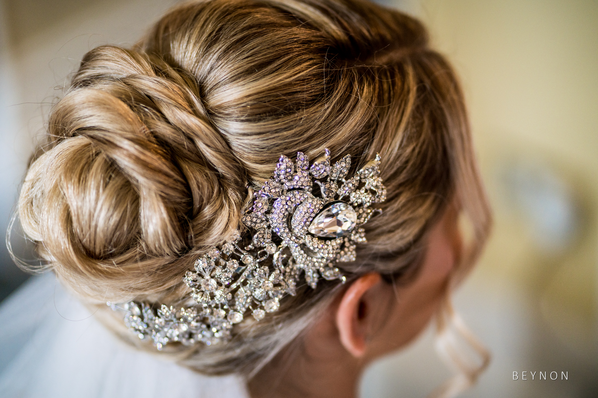 Bride hair and hairpiece details
