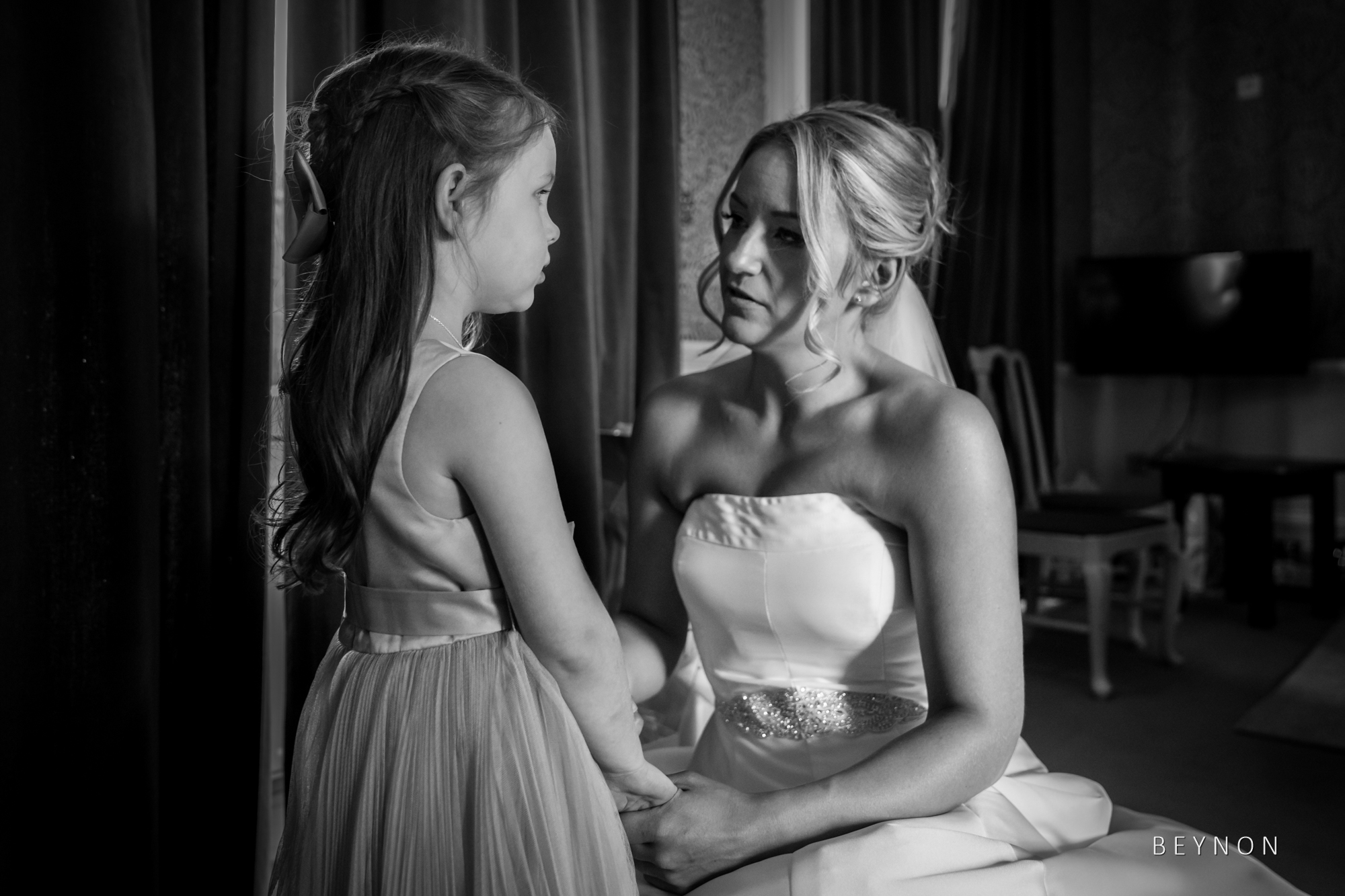 The bride talks to her daughter