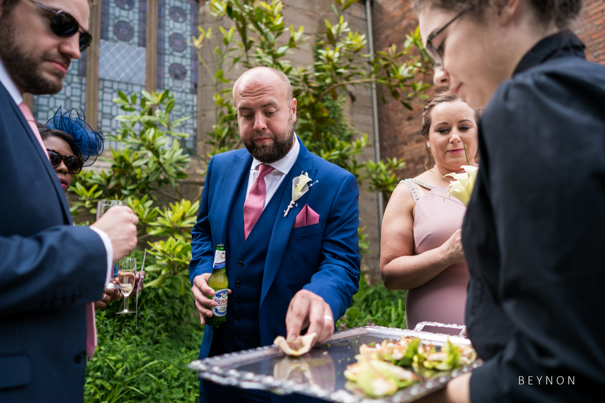 The best man takes a canape
