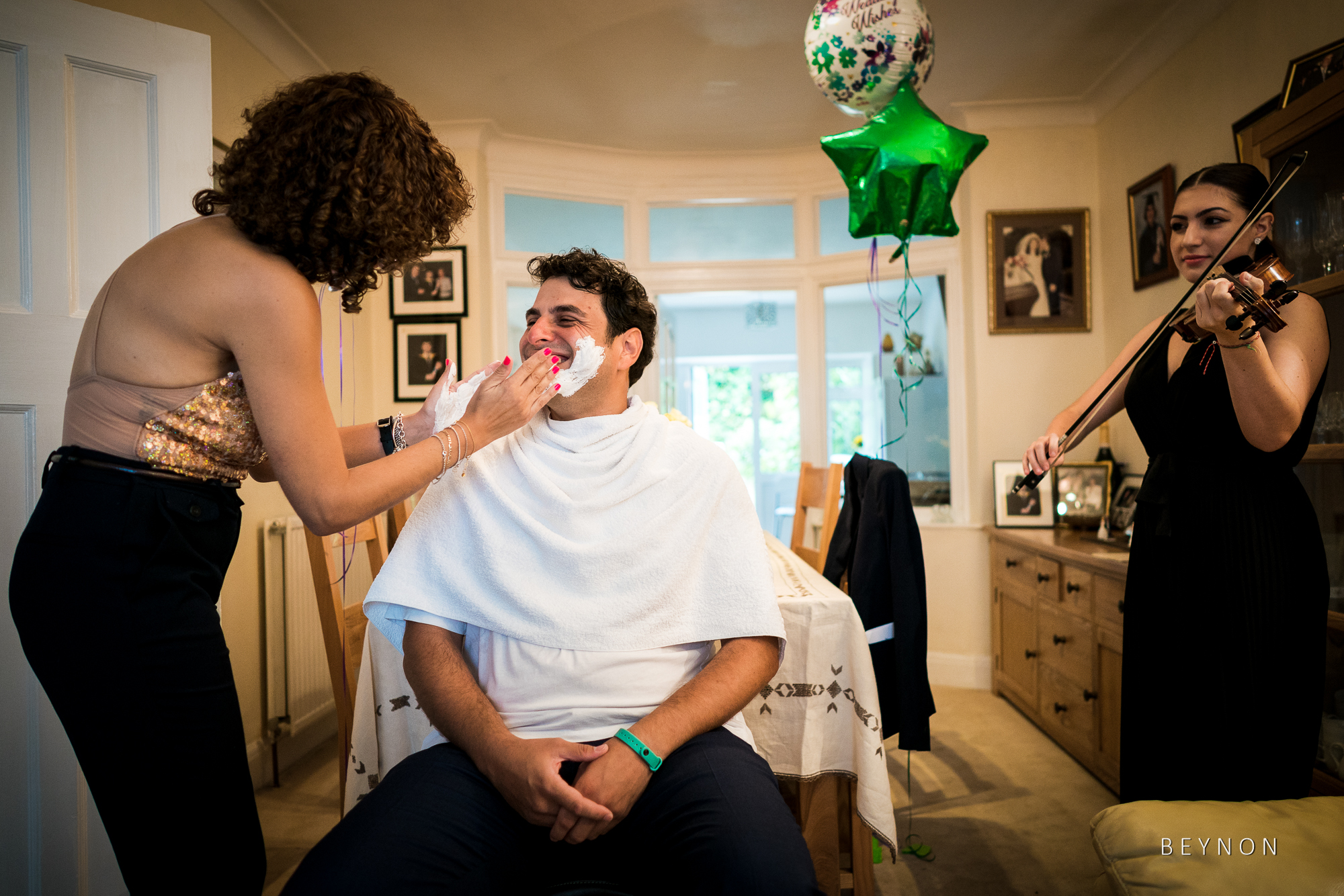 The Koumbaro shaves the Groom