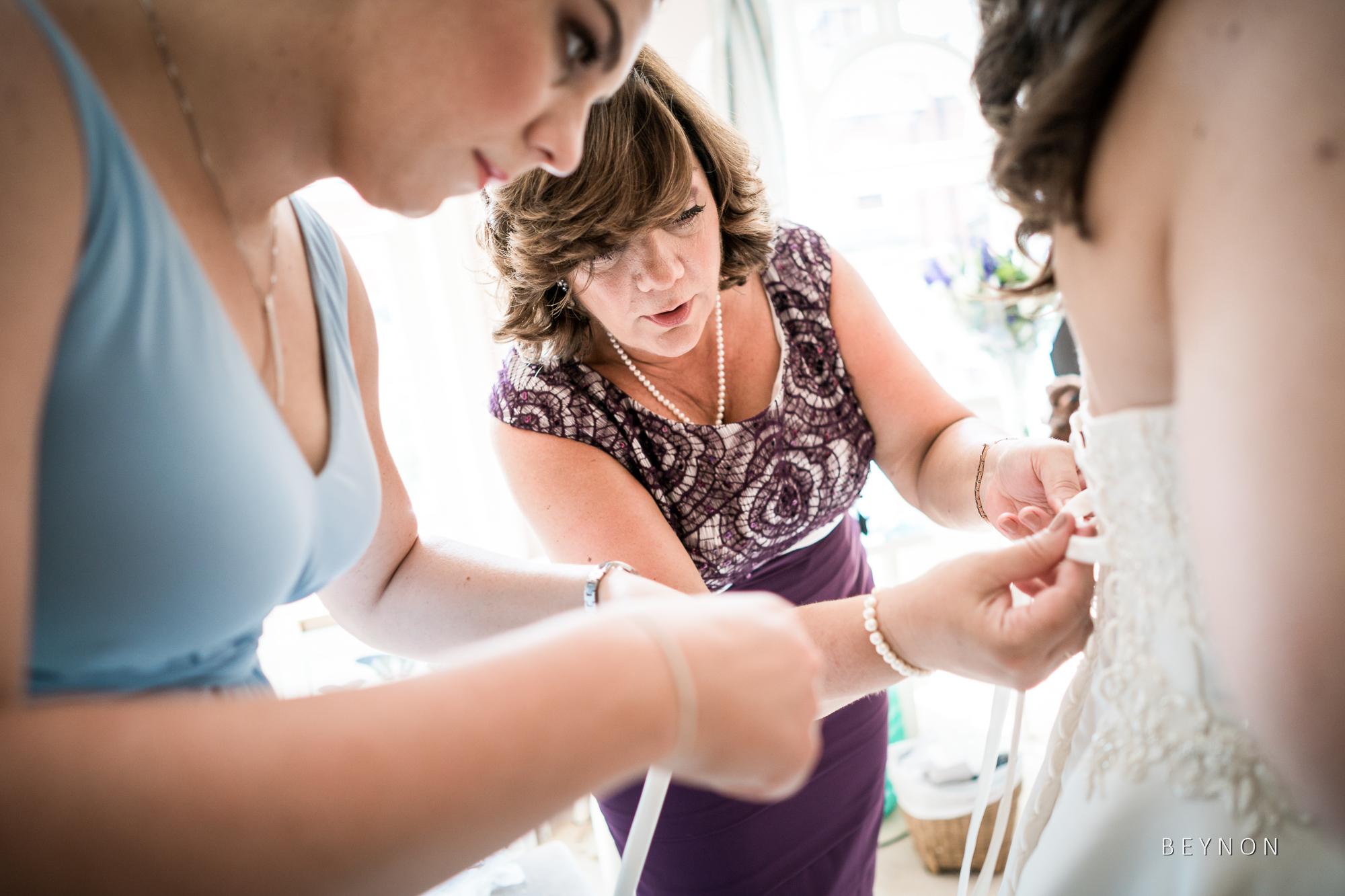 Mum does up wedding dress
