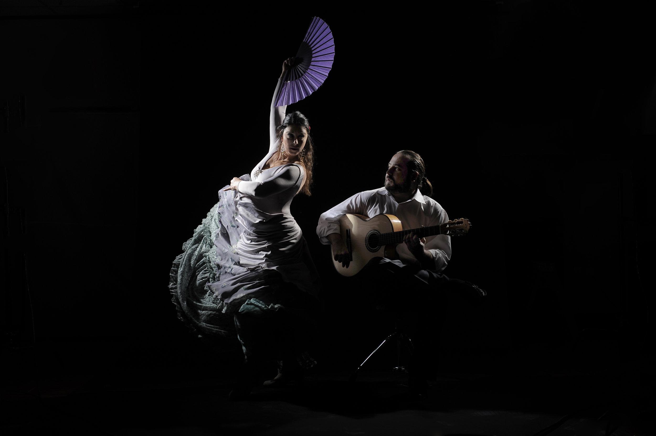 Julia Alcantara w Fan.jpg