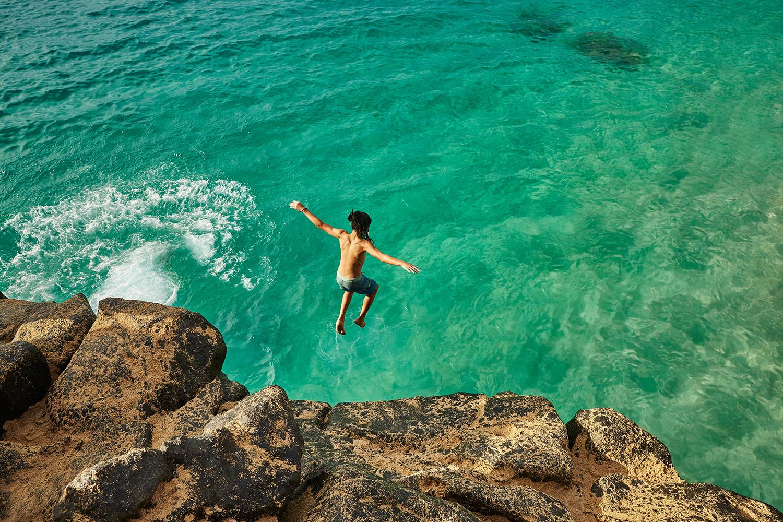 CLIFF JUMP AT WAIMEA BAY BEACH PARK