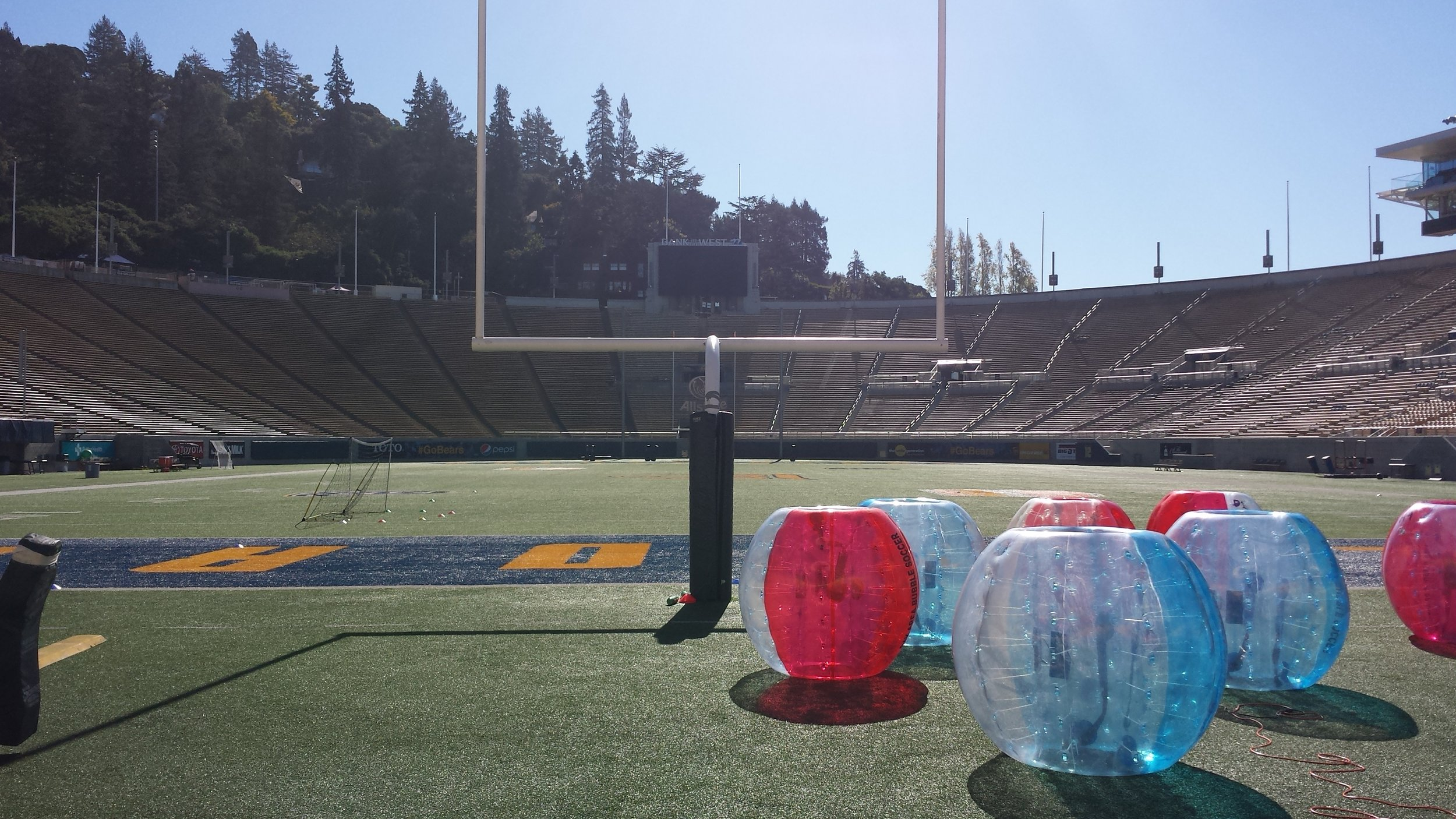 Stadium Bubble Soccer, can you play?