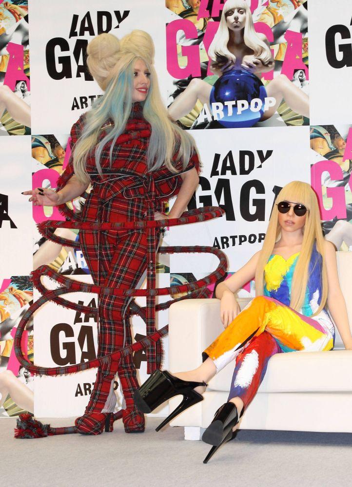 gaga doll press conference japan 2.jpg