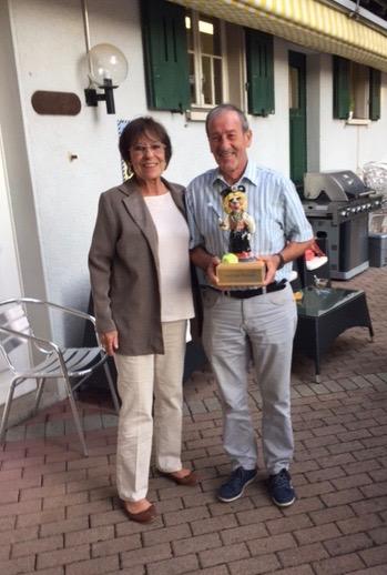 Vreni Epper und der Gewinner Sigi Jörg