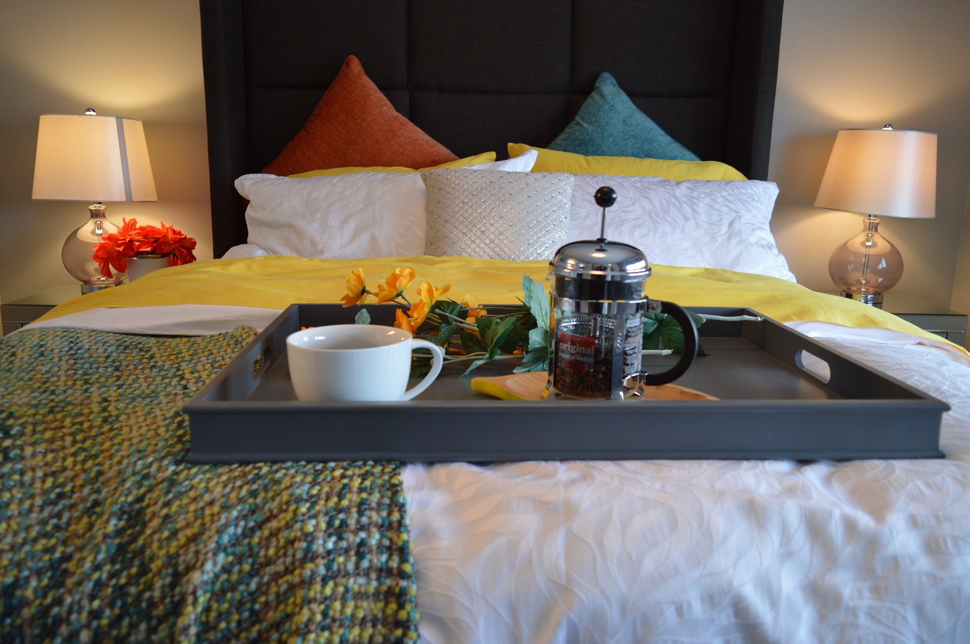 breakfast-in-bed-1158270_1920.jpg