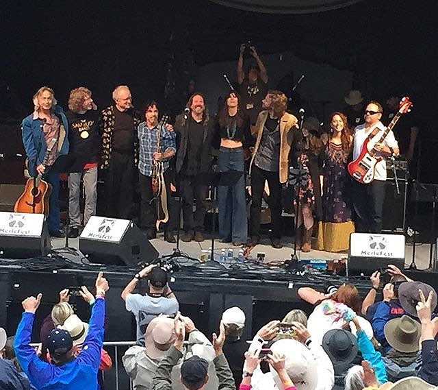 Bow time!  L to R: Jim Lauderdale, Sam Bush, Chuck Hamilton, John Oates, Jason Crosby, Nicki Bluhm, James Nash, Noah Wall, Lindsay Lou, and Joe Kyle Jr.
