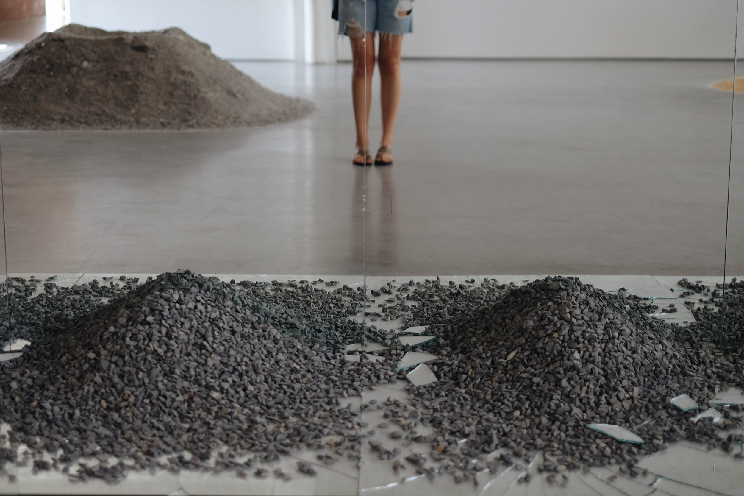 Robert Smithson, Gravel Mirrors with Cracks and Dust, 1968