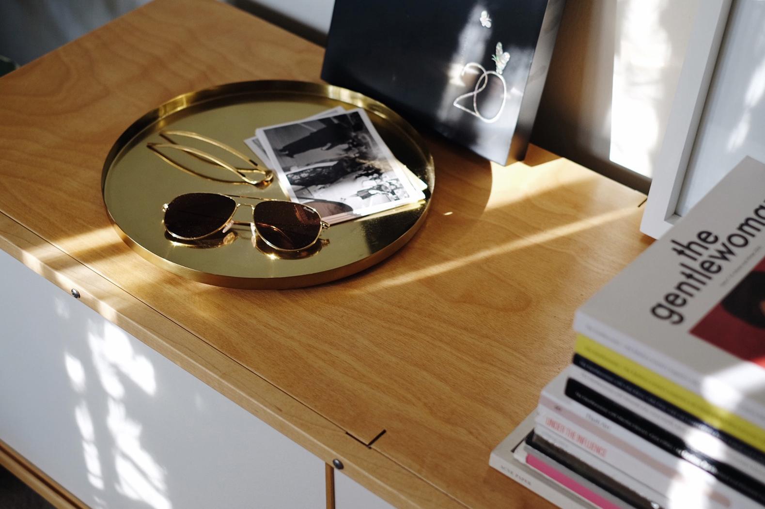 ILLESTEVA   Sunglasses  (More   here  ) / SYLVAIN LE HEN  Hair Pin