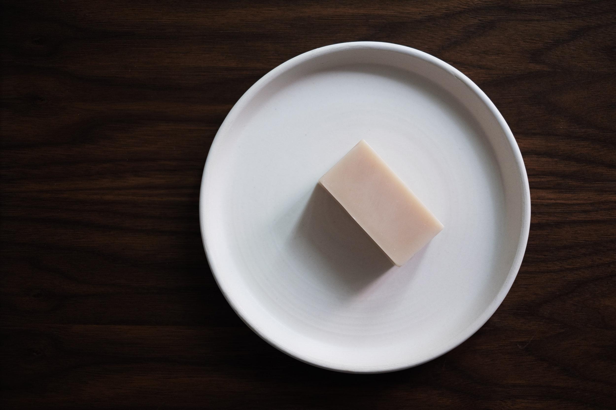 BINU BINU   Hibiscus Clay Facial Soap  / NOTARY CERAMICS   Plate