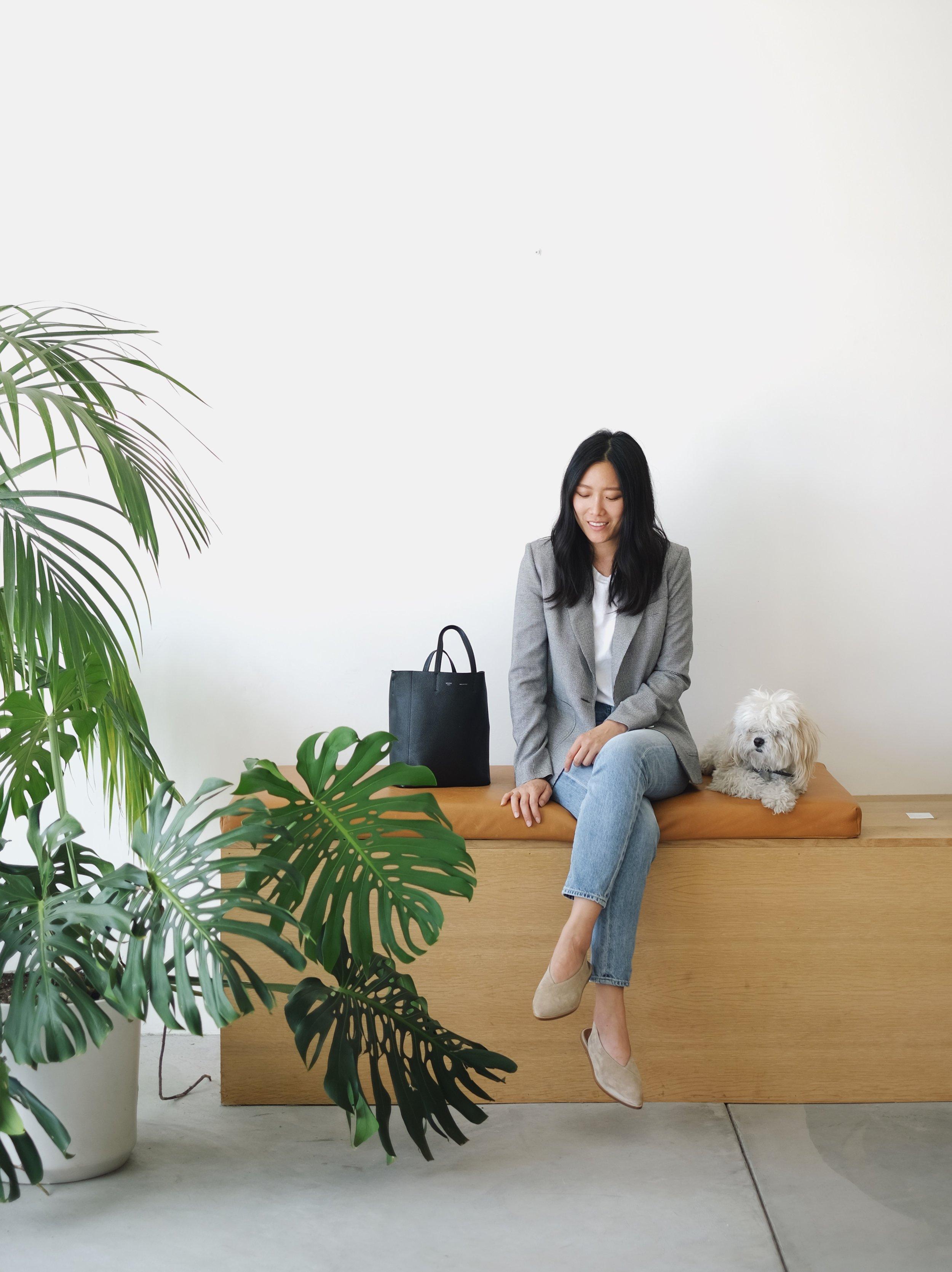 RIKA   Blazer  /  ATP ATELIER   Flats  / CÉLINE   Bag  / CITIZENS OF HUMANITY   Jeans